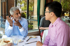 USC Dornsife Board of Councilormember Suri Suriyakumar (left) recently flew from Northern California to Los Angeles to lunch with his Gateway mentee, junior Mark Lee, who is majoring in psychology and business. Photo by Peter Zhaoyu Zhou.