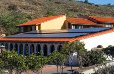 A newly installed, 23kW solar energy system became active on March 17 and now delivers about 98 kilowatt hours of electricity per day to the USC Wrigley Marine Science Center on Catalina Island. Photo by Karl Huggins.