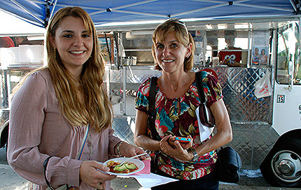 Sarah Portnoy (right), lecturer in Spanish and Portuguese in USC Dornsife, and Daina Solomon, food blogger at the <em>L.A. Weekly</em> who audited Portnoy's class, enjoy shrimp tacos and <em>aguachile</em> at the <em>Mariscos Jalisco lonchera</em>. Photo by Susan Bell.