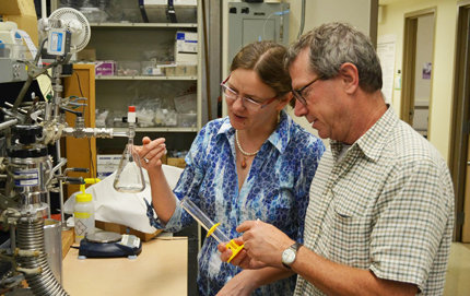 William Berelson, chair of the Department of Earth Sciences at USC Dornsife, collaborates at the high-vacuum line in his laboratory with Maria Prokopenko, who was lead author of a recent paper appearing in <em>Nature</em>. Photo by Erica Christianson.
