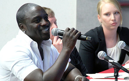 Recording artist and activist Akon and ONE representatives visited a classroom at USC recently to launch the #PowerProject Campaign Lab, which will combat energy poverty in Africa. International relations students presented original social media campaign ideas to a panel, shown here. Photo courtesy of ONE.