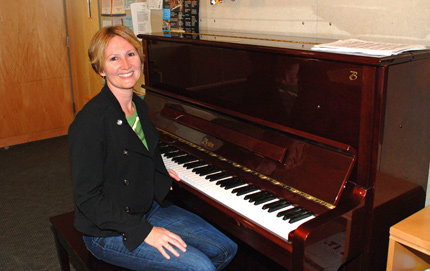 Ronda Bransteitter, a postdoctoral researcher in molecular biology in USC Dornsife, enjoys playing the piano located in the Ray R. Irani Hall interaction lounge. The upright was a gift from  Patrick and Cindy Haden in 2005. Photo by Ambrosia Viramontes-Brody.