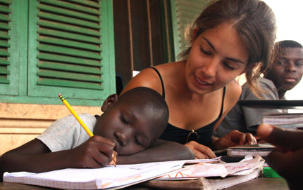 During a previous trip to Ghana, USC Dornsife alumna Elizabeth Barreras who founded Blue Kitabu mentors a student in Asebu. Photo by Alexander J. Rivest.