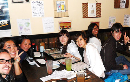 Students soak up Japanese culture dining in L.A.'s Little Tokyo. Photo by Nicole Katekaru.